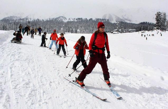 Skiing in Gulmarg3